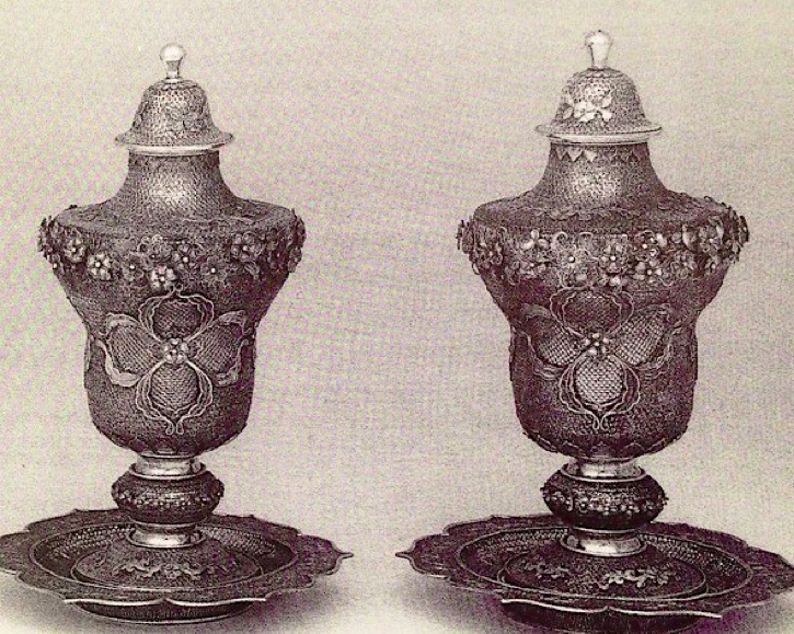 Chinese Export Silver filigree urns by Pao Ying