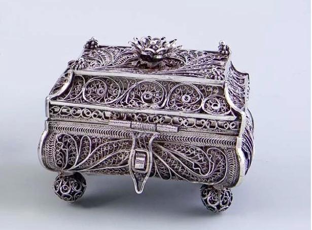 Silver filigree casket by Vasilij Potsov