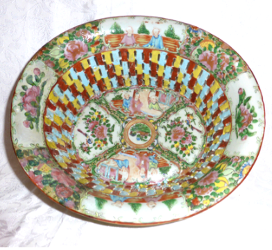 19th century Canton famille rose dish